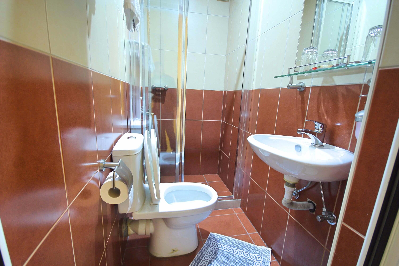 bathroom hotel mirabello heraklion crete
